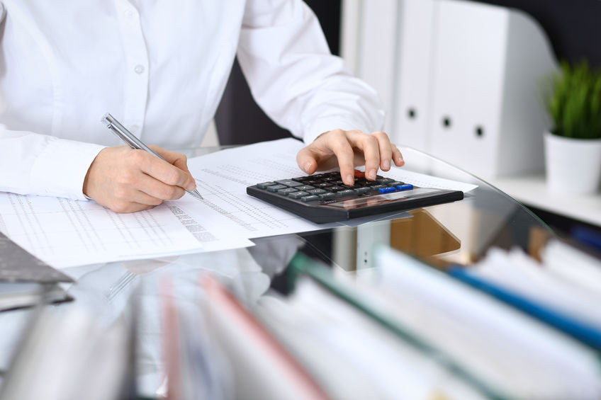 SIGNS IT'S TIME TO OUTSOURCE YOUR FINANCES